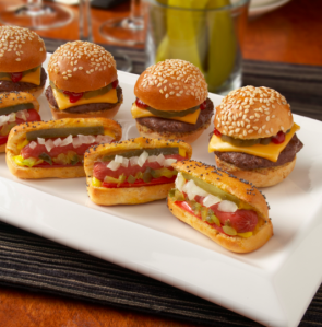 Mini-hot-dogs-hamburger-canapes